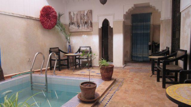 Charmant petit riad à proximité de la place des épices. 3 chambres, petit bassin dans le patio et sur la terrasse. Rendement locatif pas inintéressant