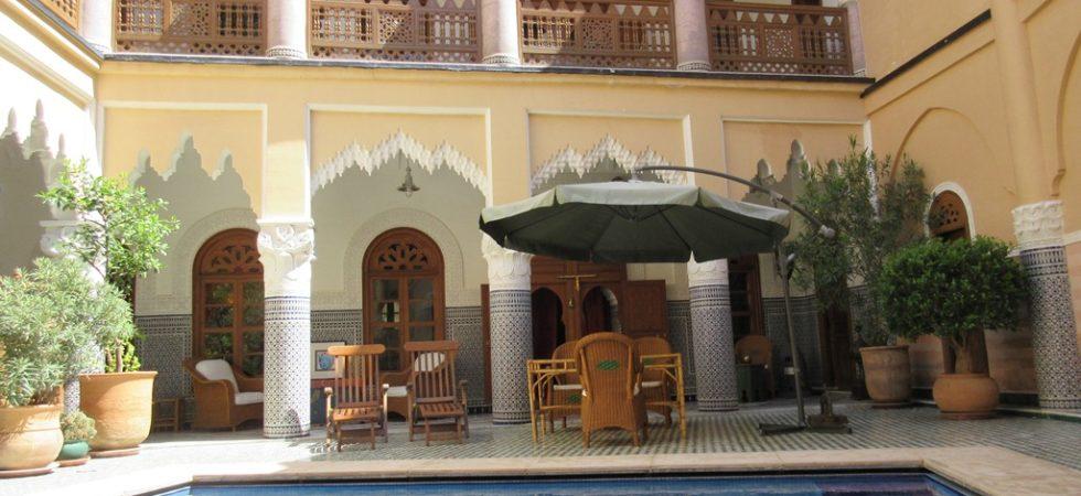 Somptueux riad privé situé à 5 minutes de la place Jamaâ El Fna. Confort remarquable sans oublier les finitions de grandes qualités. Parking à proximité
