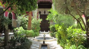 Former home of Pasha Glaoui, sumptuous riad with its beautiful garden. Car access