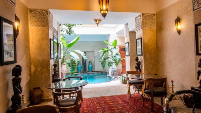 Situé dans un excellent quartier, maison d'hôtes de 12 chambres. Riad du 18 siècle avec double patio, piscine, hammam