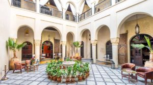 Beautiful riad, double patio, pool, hammam and car access