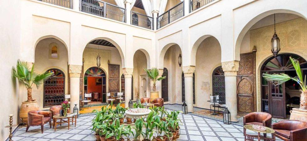 Somptueuse maison d'hôtes de 9 belles chambres. Double patio, piscine, hammam avec accès voiture parfait. Un confort remarquable sans oublier une qualité de finition et d'ameublement digne d'un véritable palais