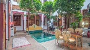 Authentic charm, swimming pool, hammam with parking 100 meters