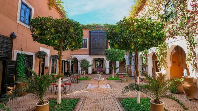 Riad boutique hôtel de 18 suites et chambres. Situé dans un excellent quartier avec accès direct pour tous véhicules, cet établissement vous propose également une piscine chauffée, un spa et un restaurant bar pour la clientèle sur place comme celle de l'extérieur. Une belle affaire