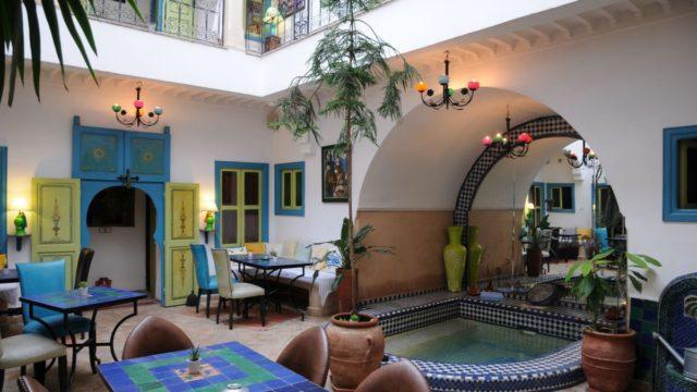 Magnifique maison d'hôtes dans la médina. Charme, fraîcheur et belle capacité d'hébergement. 7 chambres, piscine et agréable terrasse. Situé dans un bon quartier avec accès pratique