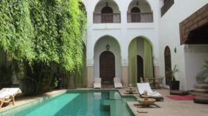 Sumptuous riad. 12 bedrooms, swimming pool, spa and parking 100 meters