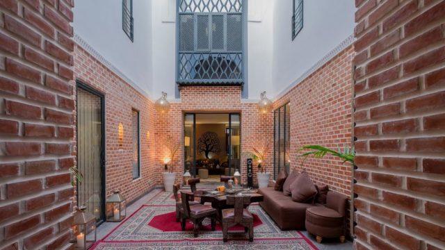 Magnifique riad avec un emplacement idéal dans la médina de Marrakech. Réussite entre l'art mauresque et contemporain. Très belles chambres, bel espace de vie, sans oublier sa splendide terrasse avec piscine