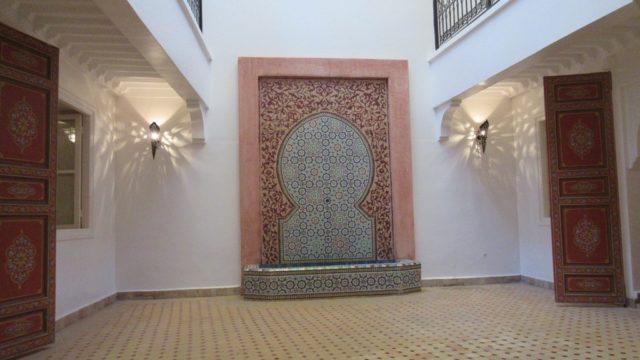 Riad pour tous projets, emplacement idéal dans la médina, l'un des meilleurs quartiers. 5 chambres, beaux volumes de pièces, belle terrasse avec vue panoramique. A meubler