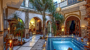 Magnificent riad, double patio, beautiful bedrooms, swimming pool, jacuzzi and beautiful and large terrace