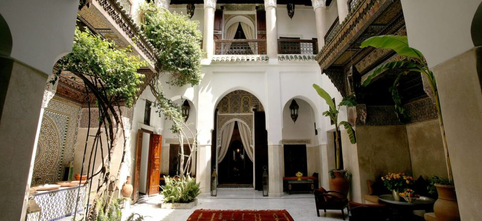 Sumptuous 18th century riad, magnificent douiria, swimming pool on terrace, hammam, in an exceptional district