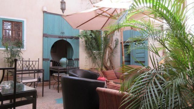Charmante petite maison d'hôtes de 5 chambres. Idéalement bien placée, à proximité des souks et de la place Jamaâ El Fna, avec vue terrasse sur le palais Dar El Bacha