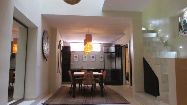 Dans un excellent quartier, exceptionnelle douiria de 3 belles chambres. Richesse de l'artisanat et des matériaux mauresque qui prend sa place avec raffinement dans une architecture contemporaine