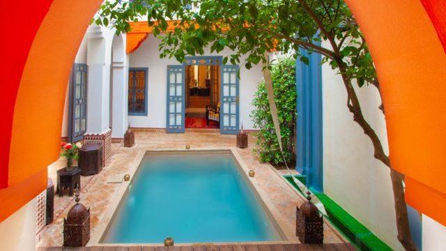 Maison d'hôtes de 9 suites et chambres située dans le meilleur quartier de la médina. Bassin dans le premier patio, un spa sur la terrasse, il ne manque vraiment rien pour travailler et satisfaire la clientèle internationale