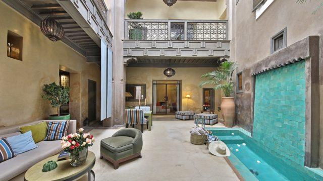 Somptueux riad à proximité du palais Bahia. 6 chambres, bassin et jacuzzi sur la terrasse. Riad raffiné au confort irréprochable. Très belle maison d'hôtes avec plus d'une décennie d'expérience et des taux de remplissages remarquables ses dernières années