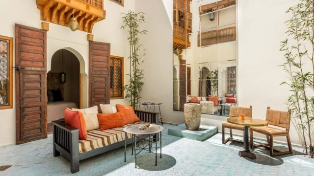 Somptueuse maison d'hôtes composée de trois riads. 12 très belles chambres et suites, où le raffinement et l'élégance sont présents dans le moindre recoin. Longue expérience et résultats remarquables jusqu'en 2019