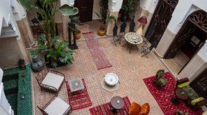Authentique riad, 5 chambres avec douiria pour 4 personnes. Bassin, hammam, chauffage central et parking à 20 mètres