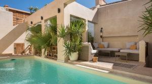 Exceptionnel. deux patios, belle piscine chauffée, 4 belles chambres et parking tout proche