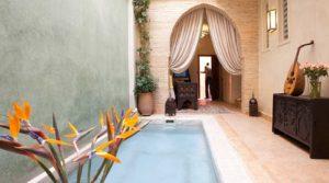 Magnifique riad, raffiné, belles chambres, petite piscine chauffée, hammam et belle terrasse. Accès voiture parfait
