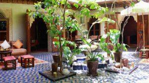 A 4 minutes de la place Jamaâ El Fna, authentique riad dans la pure tradition mauresque avec jacuzzi sur la terrasse